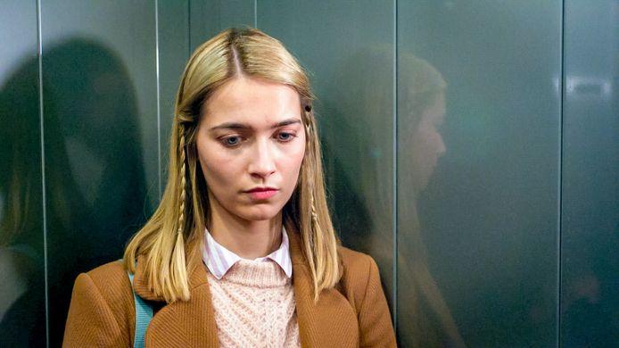 Lisa (Tinne Oltmans) moet enkele hartverscheurende keuzes maken.