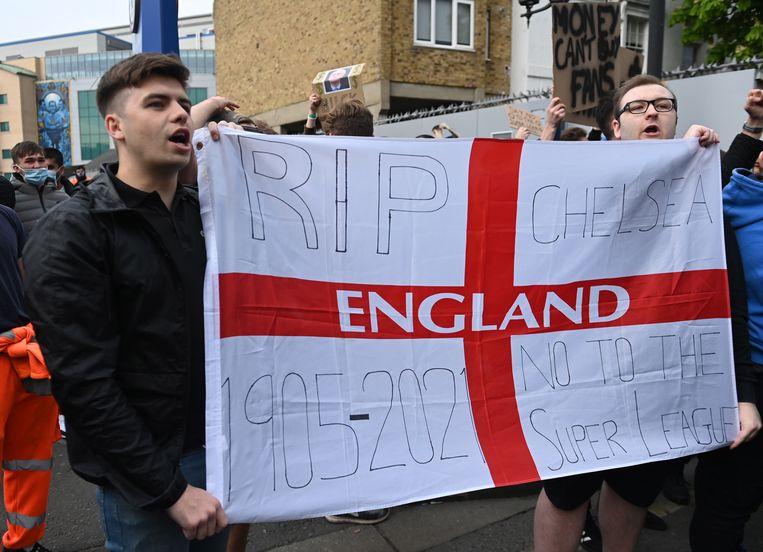 Fans van Chelsea demonstreren tegen de Super League Beeld EPA