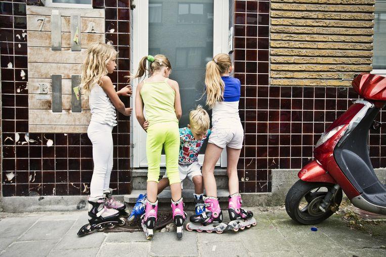 In enkele kustgemeenten is het aantal kinderen dat in armoede geboren wordt, sterker gestegen dan elders in Vlaanderen Beeld Jonas Lampens