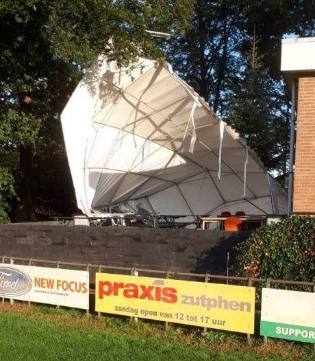 Terrastent voetbalclub SC Eefde sneuvelt door stormachtige wind, speeltuinvereniging reikt helpende hand