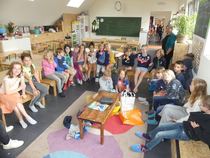 De leerlingen van De Sterrebloem in één van de nieuwe klaslokalen.