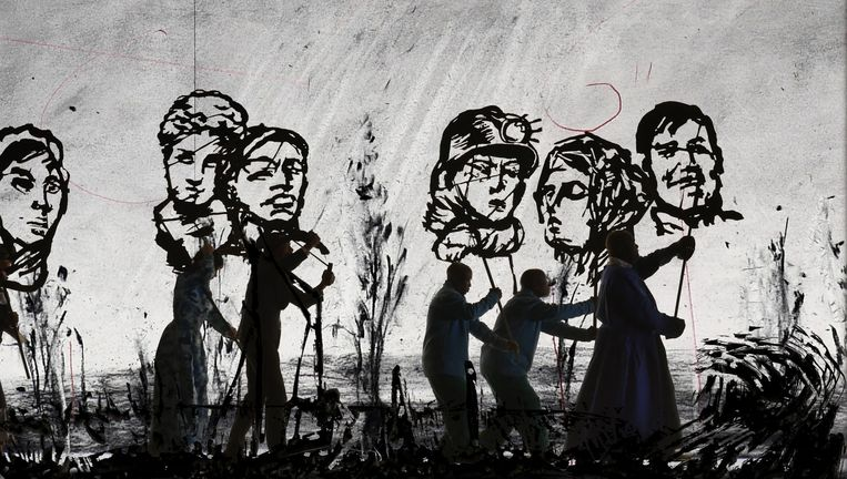 William Kentridge: More Sweetly Play the Dance (2015), videostill. Beeld William Kentridge