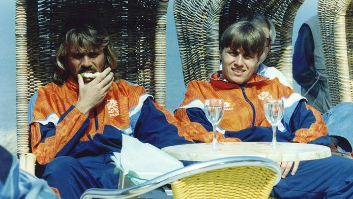 John de Wolf en Rob Witschge in 1993 bij Oranje.