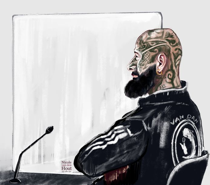 Errol J. in de Haagse rechtbank. Hij wordt verdacht van de moord op de Delftse crimineel Karel Pronk, ook wel de Haagse Holleeder genoemd.