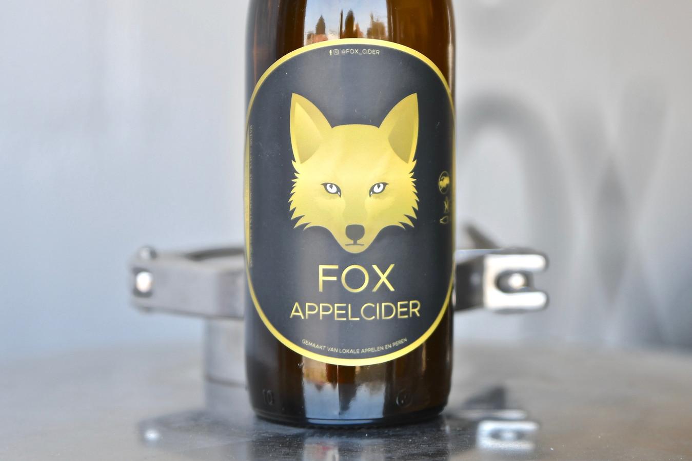 Het etiket op de fles is een ontwerp van Michiel Vandamme.