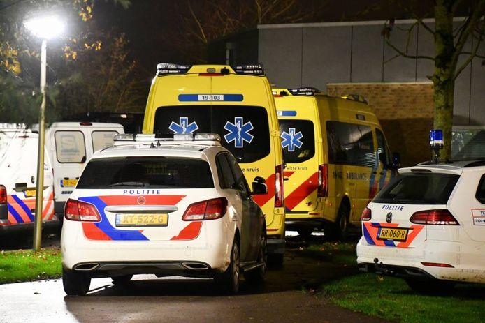 Politie en ambulances bij Emergis in Kloetinge.