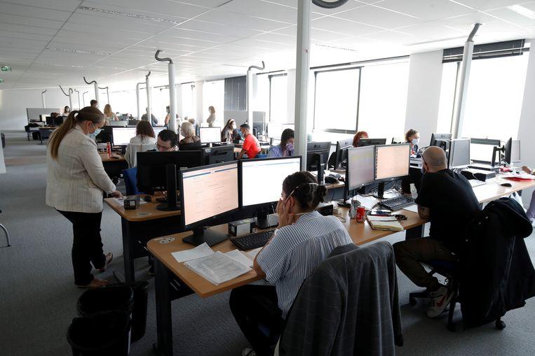 Een centrum voor contacttracing in Frankrijk. Beeld BELGAIMAGE