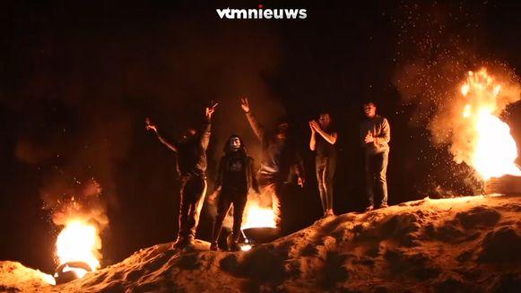 Honderden Palestijnen gooiden met stenen en vuurden bommen af richting Israël.
