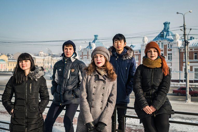 Jana Ljoetikova, Sasja Potovski, Dasja Petrova, Andrej Baldajev en Lena Perova: allen net geboren toen Vladimir Poetin voor het eerst president werd in 2000. Beeld Yuri Kozyrev/ Noor