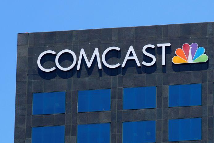 Het logo van Comcast NBC op een gebouw in Los Angeles (Californië).