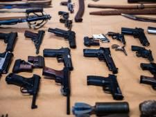 Automatische wapens, explosieven en munitie: vader en zoon uit Terborg hoeven niet de cel in voor huis vol wapens, maar zijn hun spullen wel kwijt