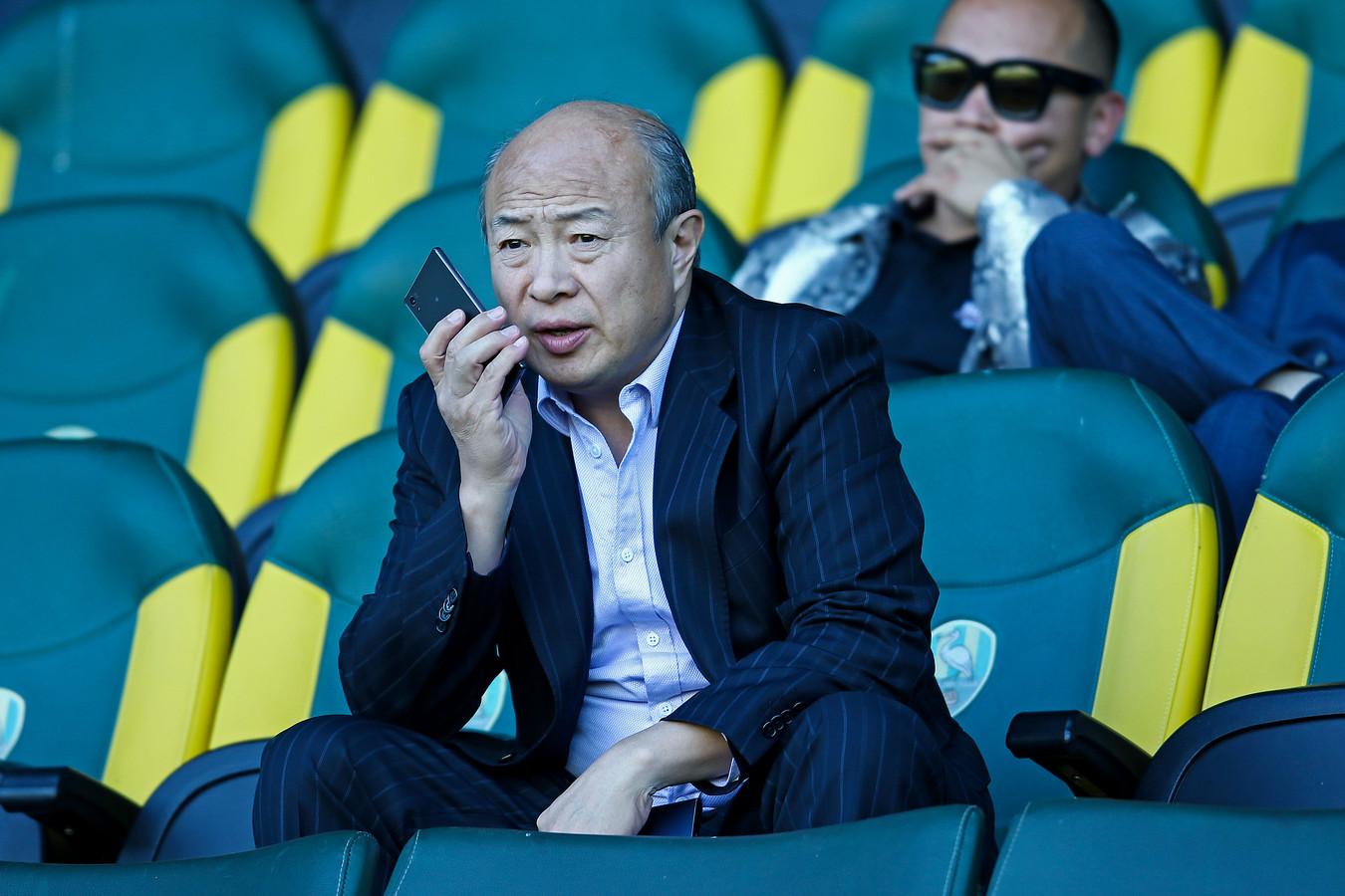 Hui Wang op de tribune bij ADO in 2018.