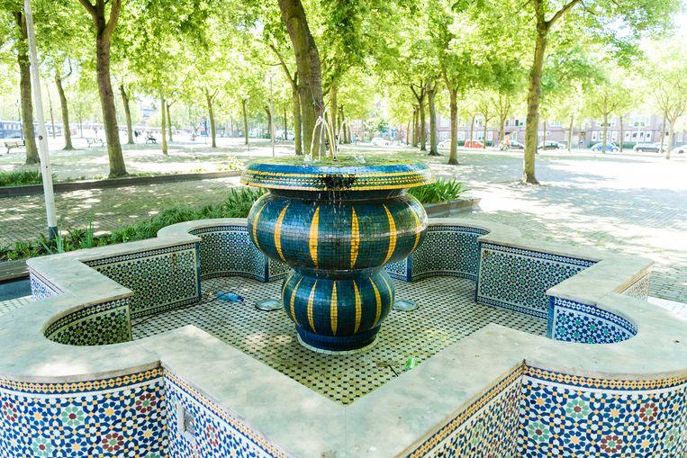 Marrokkaanse fontein op het Noordplein in Rotterdam Beeld Katja Poelwijk