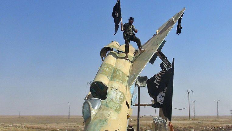 Leden van Islamitische Staat in Raqqa, Syrië. Beeld AP