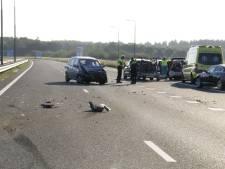 Drie auto's botsen op elkaar op de A77, één bestuurder gewond naar het ziekenhuis