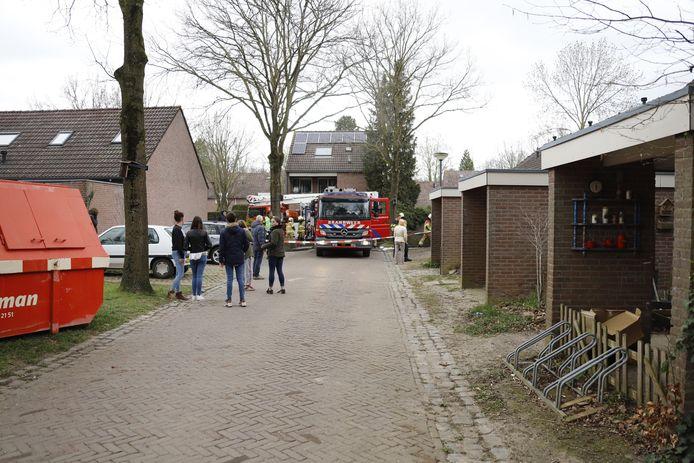 Toch nog  behoorlijk wat kijkers bij de woningbrand in Cuijk.