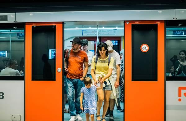 Wat vinden de eerste reizigers van de nieuwe Amsterdamse Noord-Zuidlijn?