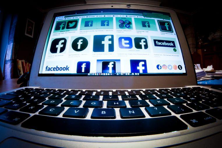 Sinds de jaren 90 zijn we door de komst van het internet en zeker het mobiele internet veel meer media gaan consumeren. Beeld BELGA