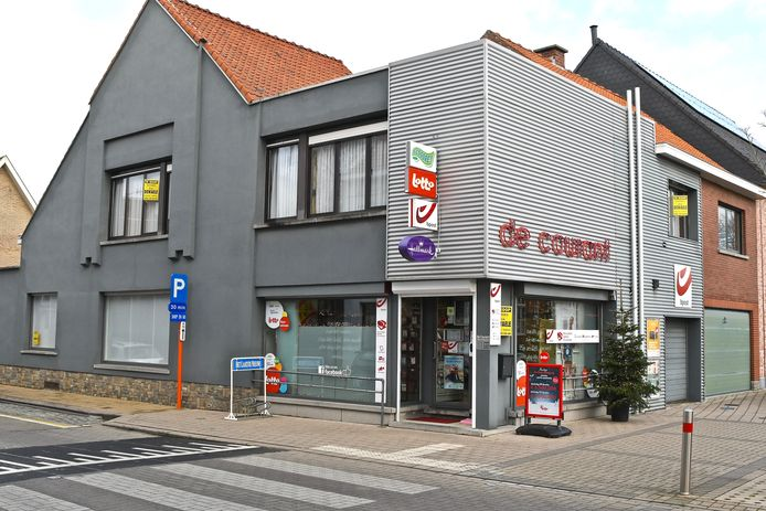 Krantenwinkel De Courant staat te koop. De ligging is alvast een groot pluspunt