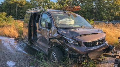 A12 volledig versperd na ongeval met gezinswagen
