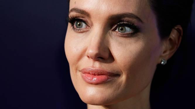 Te koop: naaktfoto's van 20-jarige Angelina Jolie