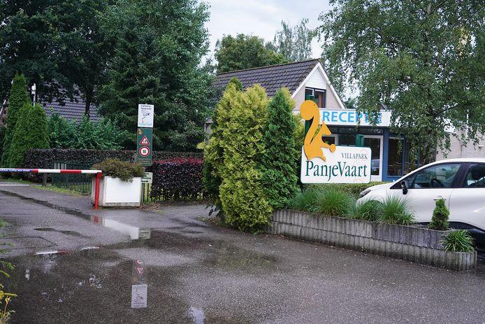 Een man raakte zaterdagavond gewond op vakantiepark Panjevaart in Hoeven.