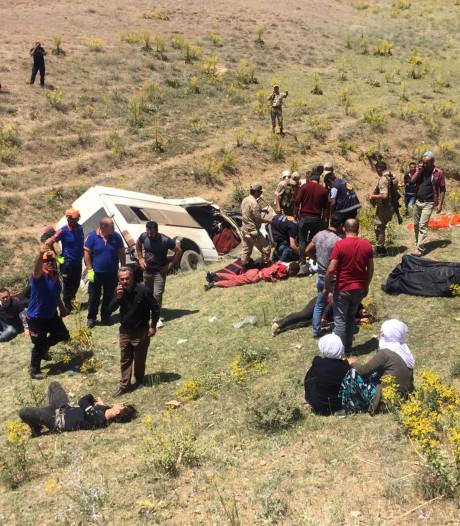Volgepropte bus met migranten crasht in Turkije: 17 doden en 50 gewonden