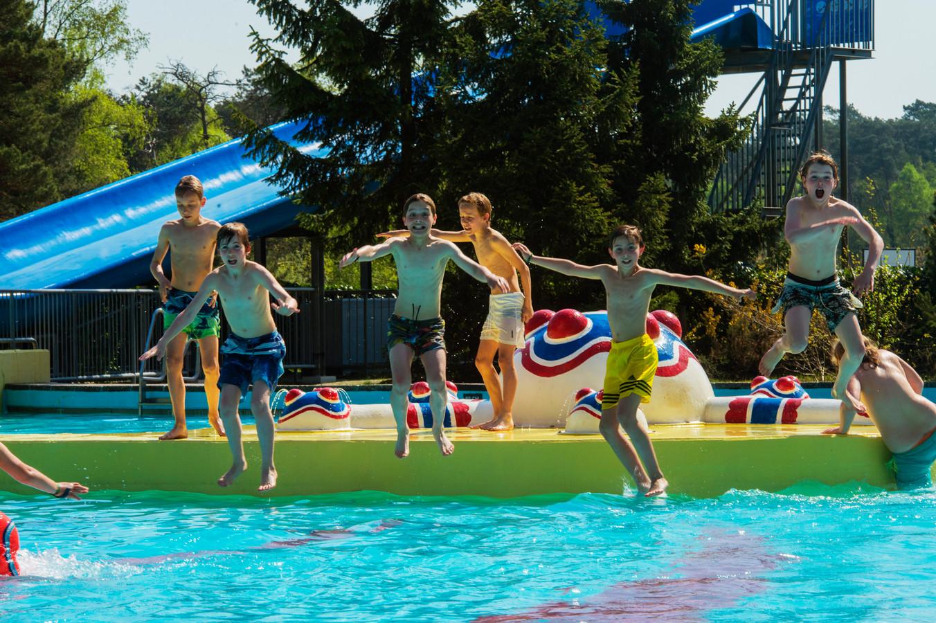 Zwemvertier in het chloorbad van het Staalbergven.