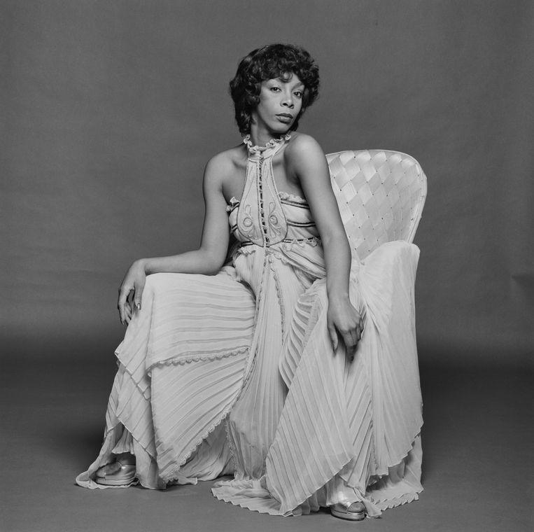 De Amerikaanse pop-, soul- en discozangeres Donna Summer in 1976.  Beeld Getty Images