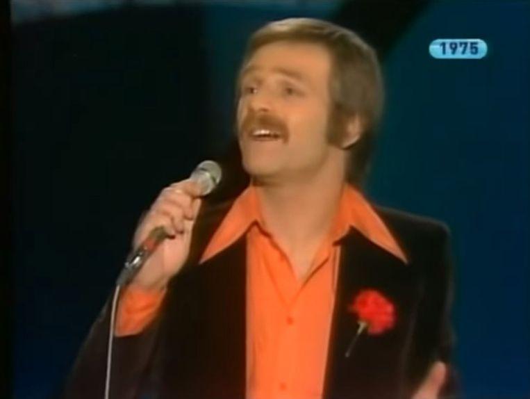 De Portugese zanger Duarte Mendes, die tijdens het Songfestival van 1975 een lied zong over de Anjerrevolutie. Beeld