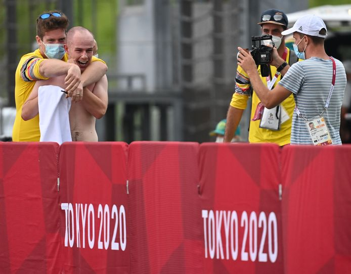 Belgian cyclist Tim Celen celebrates after winning the bronze medal at the individual men's time trial MT2, on day seven of the Tokyo 2020 Paralympic Games, Tuesday 31 August 2021, in Tokyo, Japan. The paralympic Games take place from the 24 August to the fifth of September. BELGA PHOTO ROB WALBERS