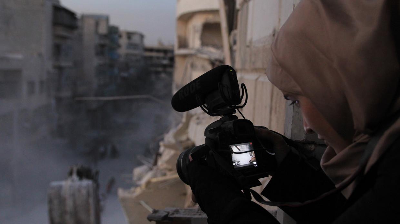 De documentaire For Sama is gemaakt door een jonge moeder, die met haar baby in Aleppo achterbleef tijdens de belegering door Assad.