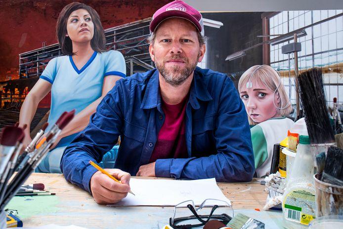 Street artist Leon Keer in zijn Utrechtse atelier. ,,Ik wil kunst maken die verrast en verbaast.''