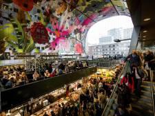 Schuttingen in Markthal Rotterdam tegen kou