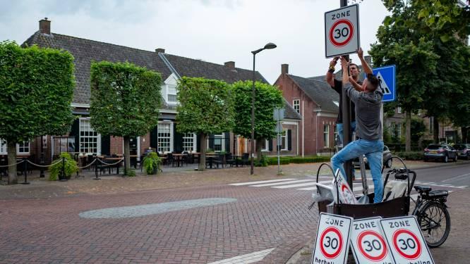 Bewoners plaatsen extra verkeersborden uit onvrede
