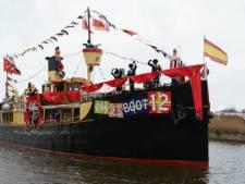 Pakjesboot 12 meert af in Willemstad