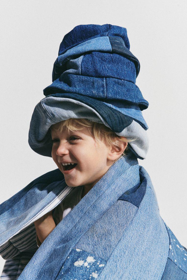 Van weeffouten en vlekjes in oude Levi's maakt Sophie Vlaming dankbaar gebruik.   Beeld Jouke Bos