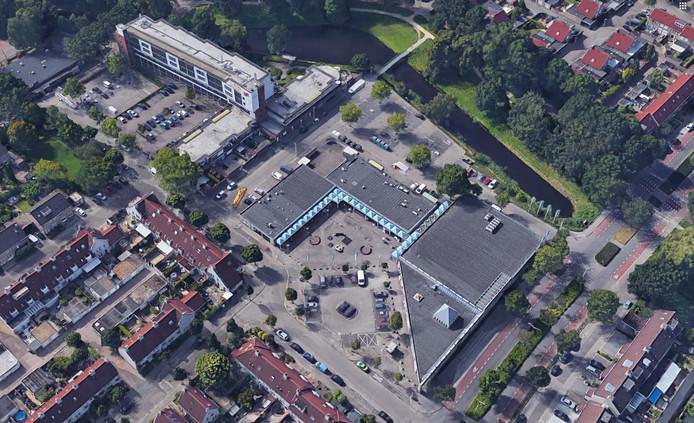 Winkelcentrum Ardèchelaan in de Achtse Barrier in Eindhoven met links het complex Cantershoef.