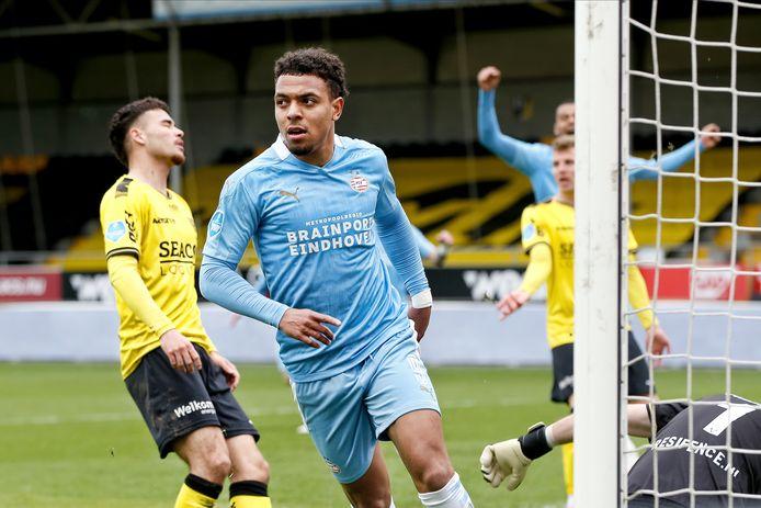 Donyell Malen was met een doelpunt en een assist belangrijk voor PSV in Venlo.