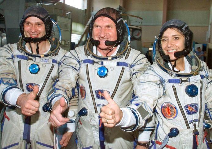 De Franse astronaute Claudie Haignere met haar Russische collega's Viktor Afanasyev en Konstantin Kozeyev. Ook extra vrouwen zijn meer dan welkom.