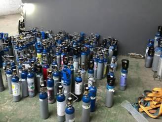 Politie neemt meer dan 500 flessen lachgas in beslag in Sint-Pieters-Leeuw