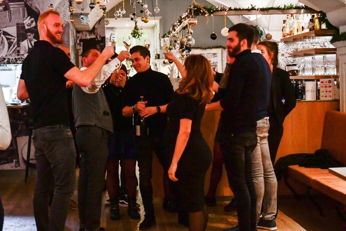 Jermain de Rozario viert feest met zijn personeel