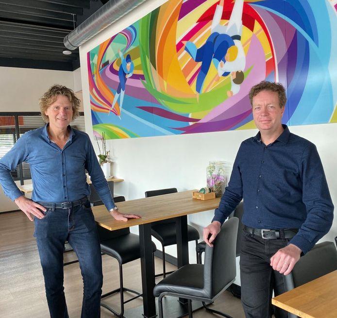 Louis Nijmeijer (links) en Jinne Stienstra respectievelijk voorzitter en secretaris van D66 NO-Twente.