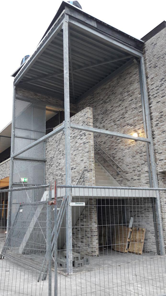 De ingestorte muur bij basisschool D'n Overkant in Etten-Leur