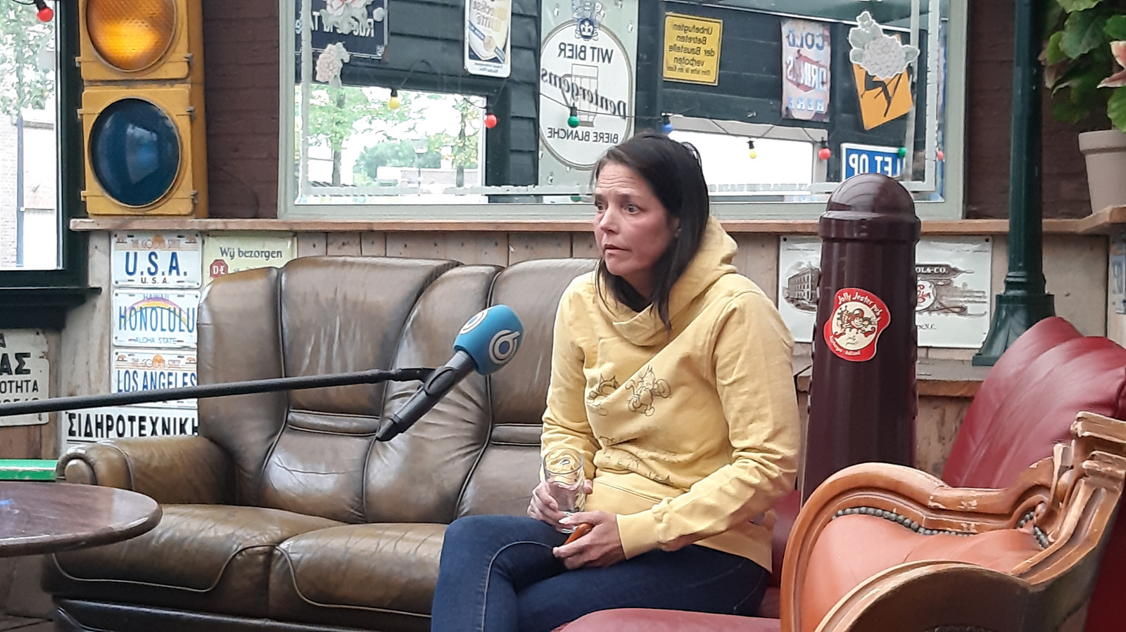 Nicole van Rijen, uitbaatster van café Jolly Jester Pub in Rijsbergen.