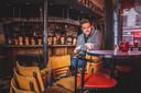 Uitbater Tim van café Jan van Gent.