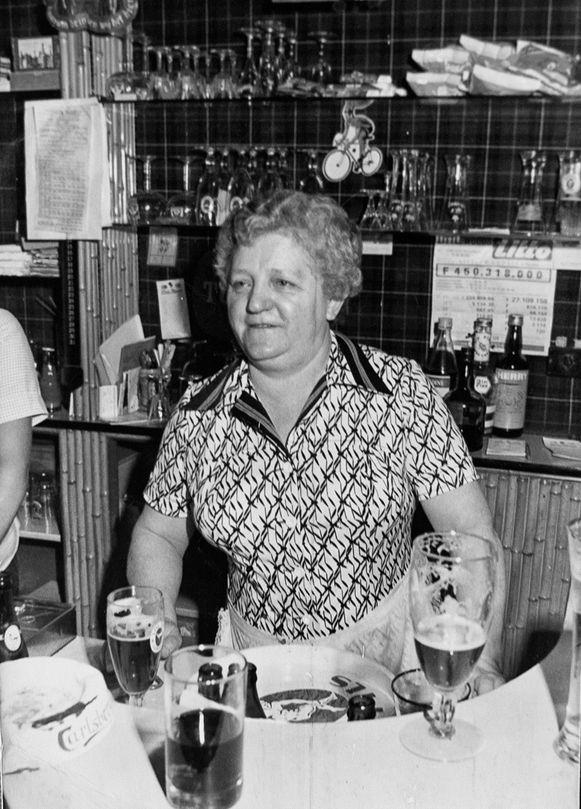 Moeder Zulma in haar legendarische café.
