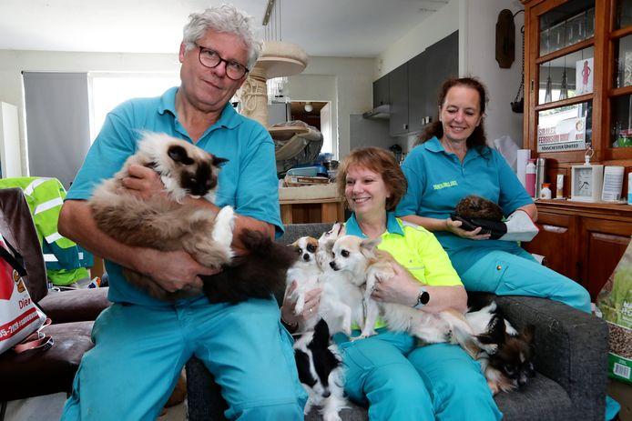 Gerrit Boom en andere vrijwilligers van de dierenambulance.