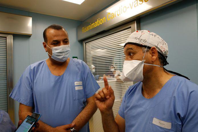 Youssef Alaoui (à droite), directeur médical de la clinique Ain Borja à Casablanca.
