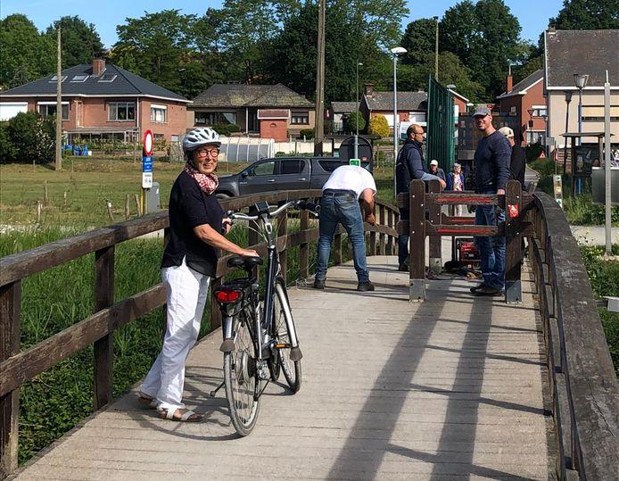 Gedeputeerde Monique Swinnen is blij dat de brug weer toegankelijk is voor een breed publiek.
